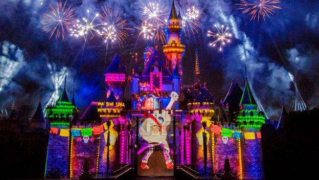 Name:  Miguel-from-Coco-projected-on-the-Sleeping-Beauty-Castle-624x352.jpg Views: 355 Size:  58.1 KB